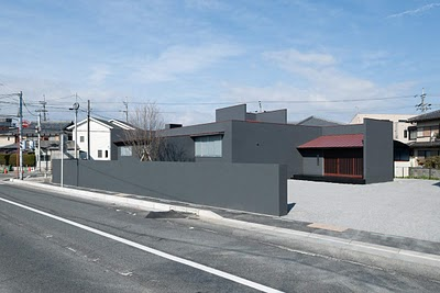 House of spread de form kouichi kimura architects for Minimalist white house by koichi kimura