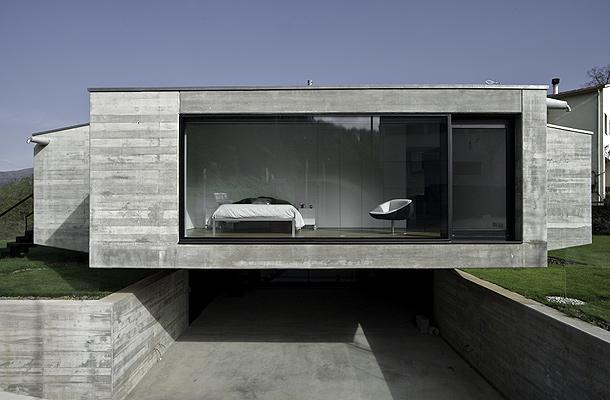 Una casa de hormig n en forma de cruz por hidalgo for Casa minimalista 6 x 12