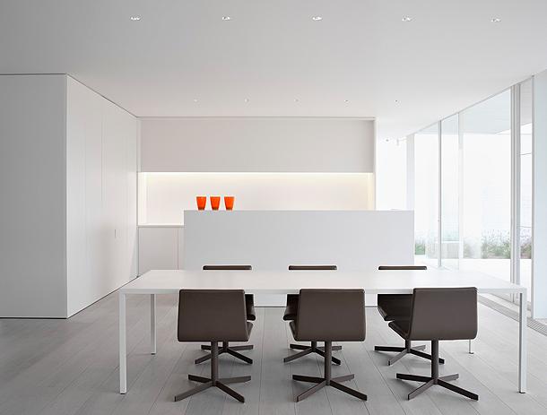 El blanco es bello vivienda minimalista de pascal bilquin for Imagenes de arquitectura minimalista