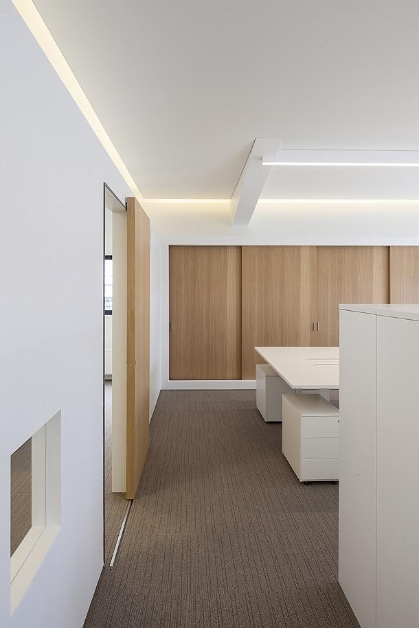 C lidas oficinas dise adas por five am for Oficinas minimalistas interiores