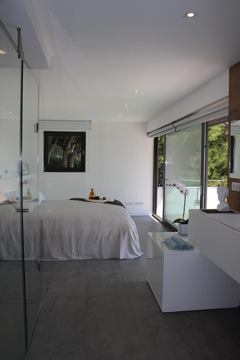 suite con vestidor las vistas de las que disfruta esta vivienda situada en una conocida localidad costera de la provincia de barcelona