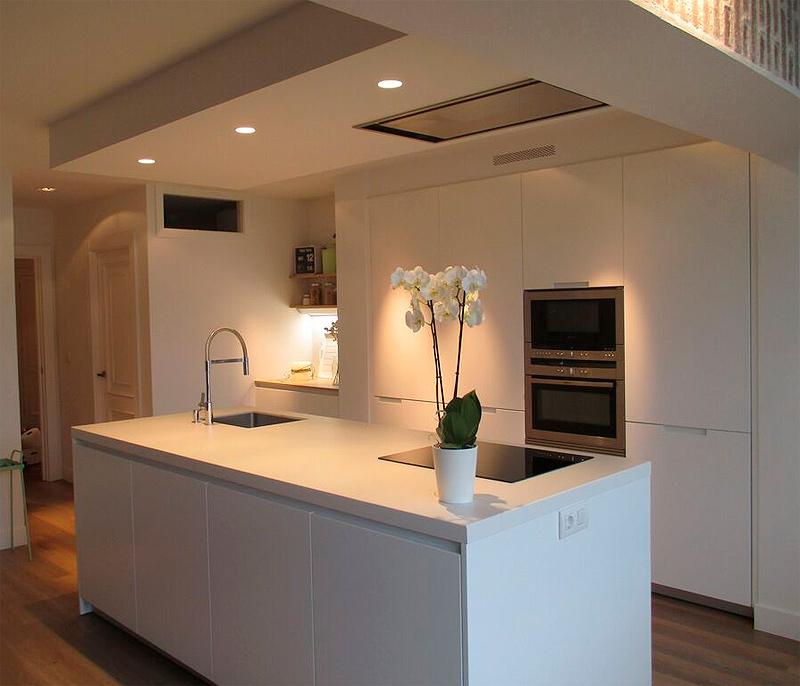 Una cocina con isla por santos estudio bilbao - Muebles de cocina en bilbao ...