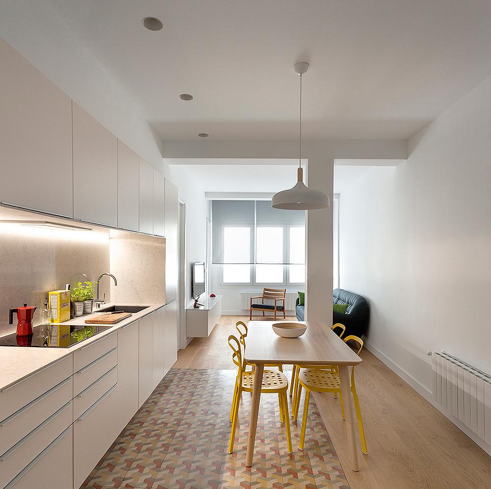 Un dise o que amplifica visualmente el espacio por dg for Arquitectos valencia