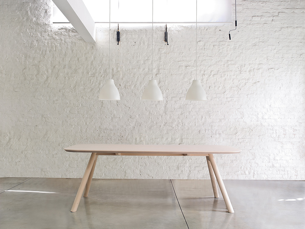 Mesa Aki Diseñada Por Emilio Nanni Para Trabà
