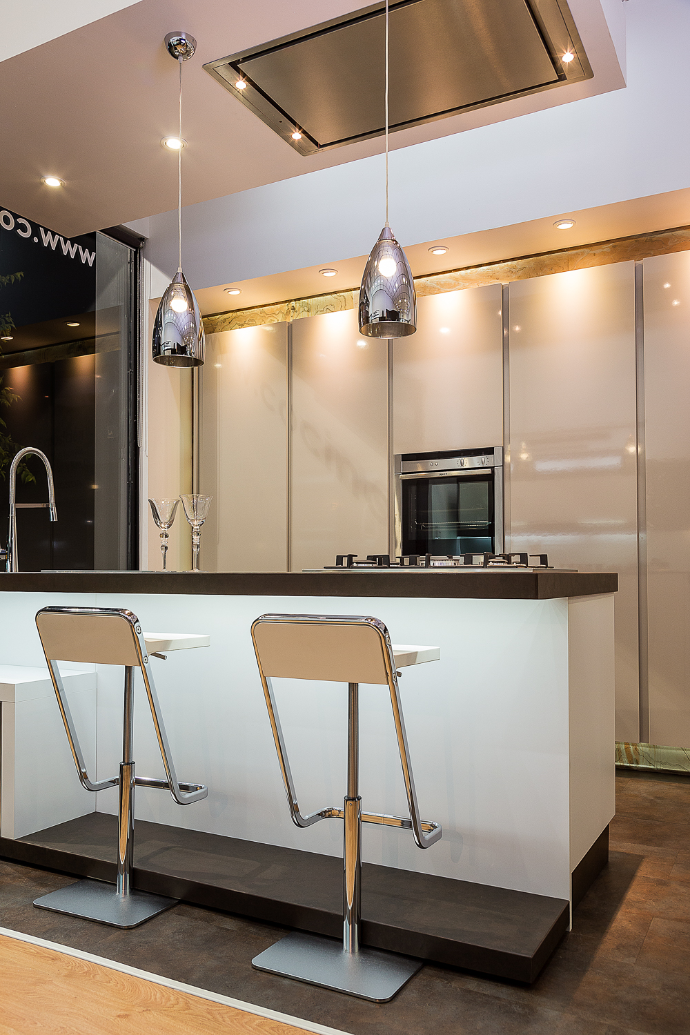 Showroom de artnova en sevilla for Cocinas diseno 2016