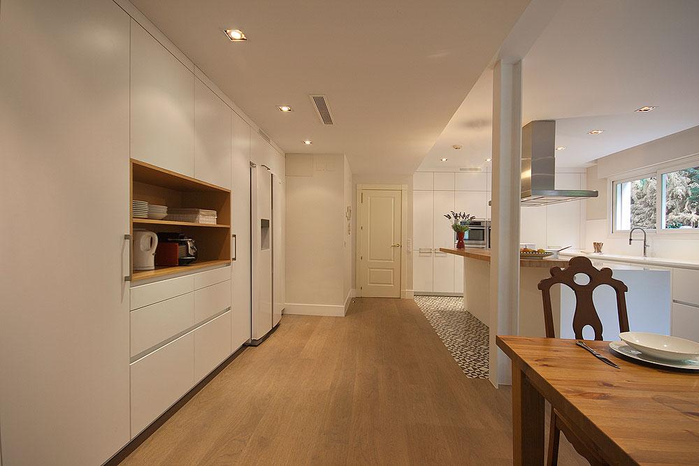 Cocina con alfombra de mosaico hidr ulico de santos brezo for Cocinas en hiraoka 2016