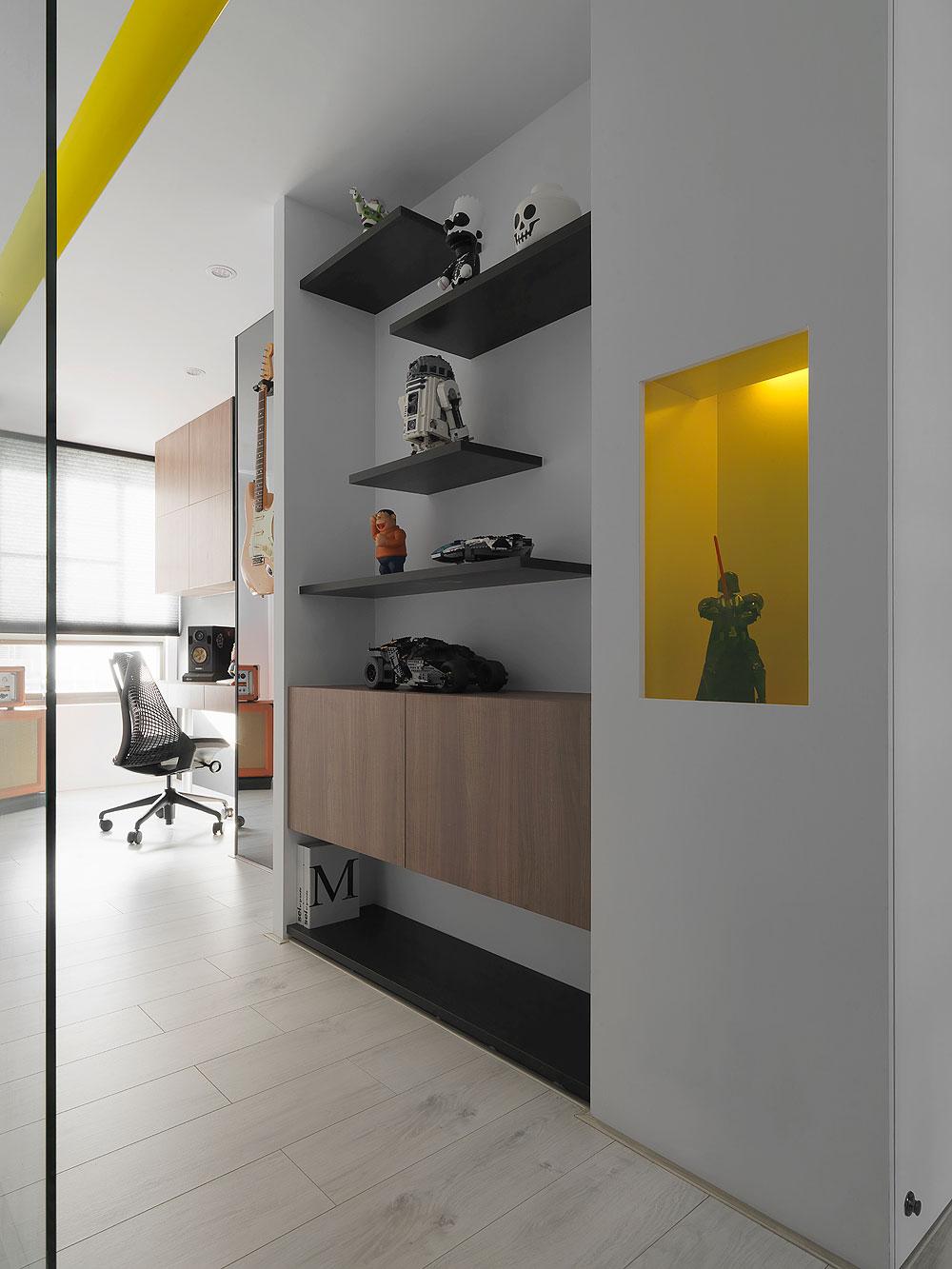 Apartamento En Negro Y Amarillo Por Z Axis Design