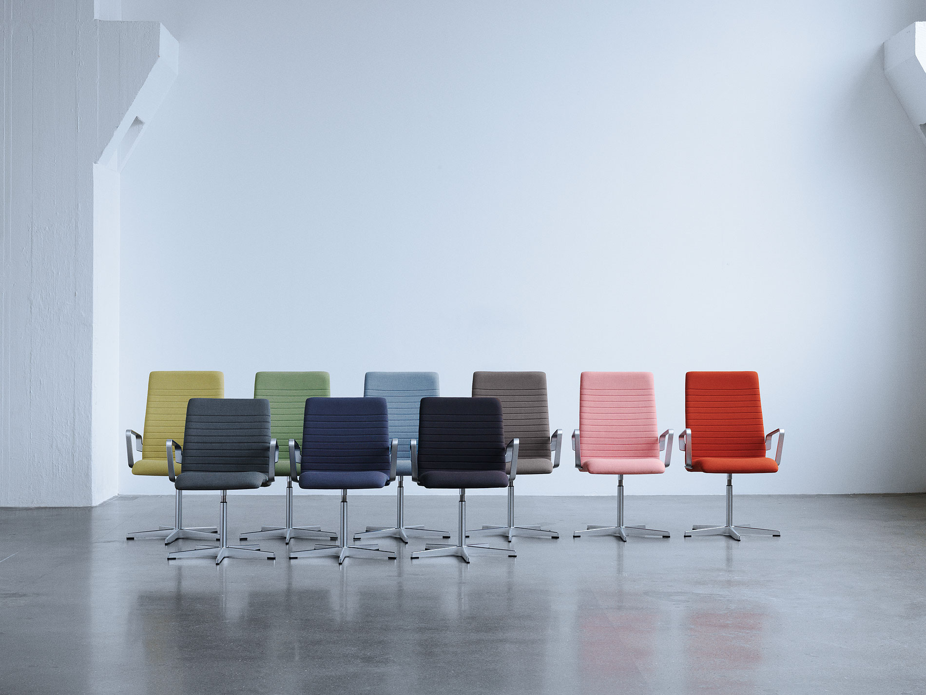 fritz hansen moderniza la silla oxford de arne jacobsen. Black Bedroom Furniture Sets. Home Design Ideas