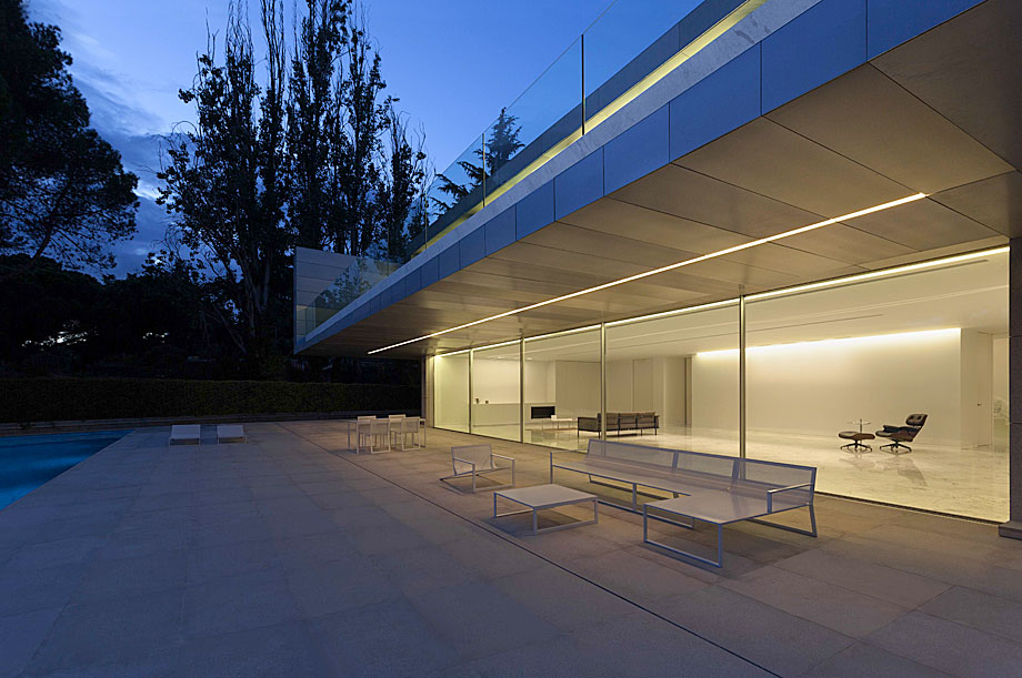 casa-aluminio-fran-silvestre-arquitectos (23)