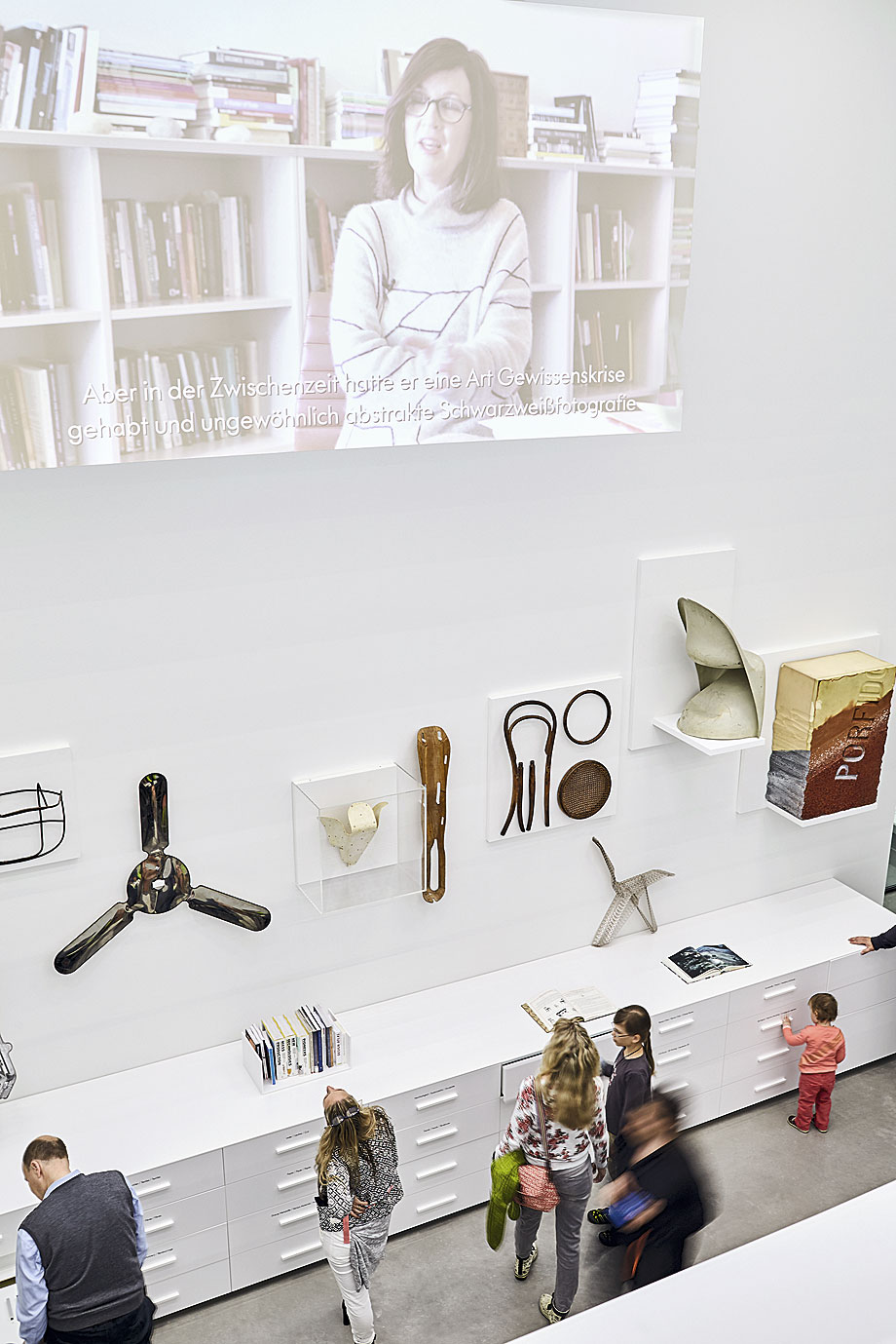Herzog De Meuron Firman El Vitra Schaudepot # Frank Gehry Muebles De Carton