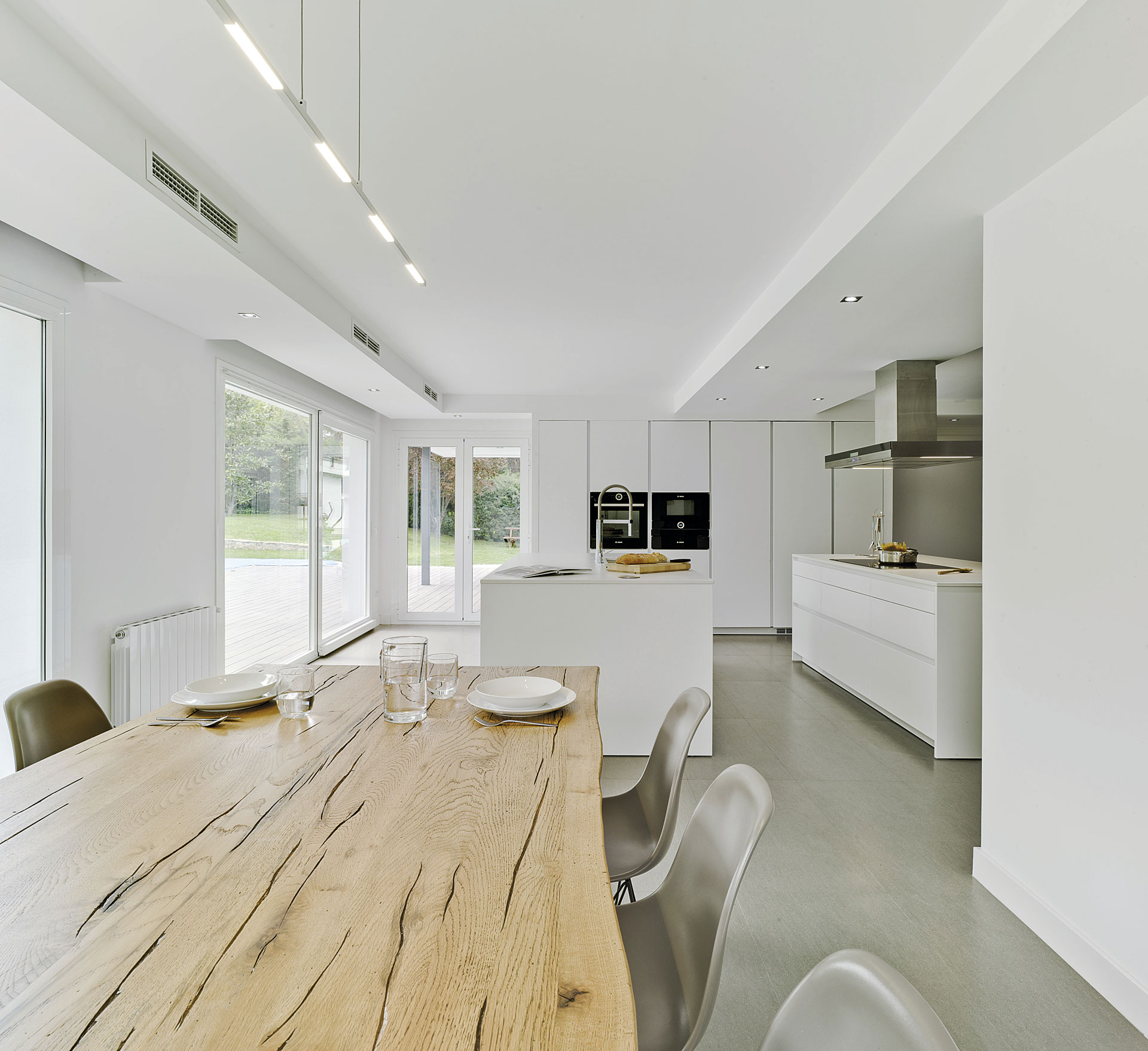 Cocina y comedor en un espacio nico por docrys cocinas - Cocinas de diseno con isla ...