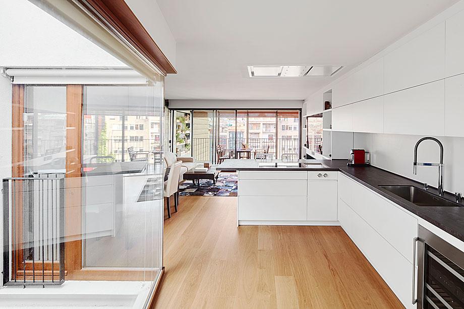 vivienda-enrique-granados-miba-architects-la-casa-por-el-tejado (1)