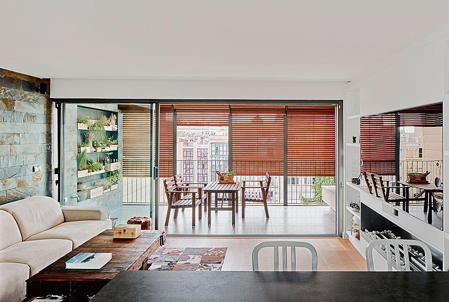 vivienda-enrique-granados-miba-architects-la-casa-por-el-tejado (10)