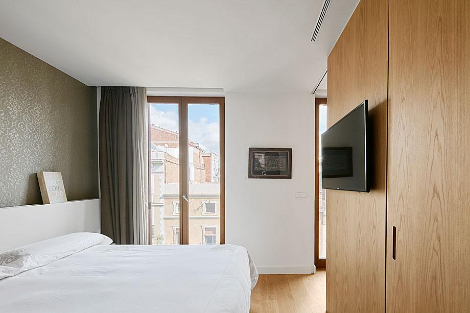 vivienda-enrique-granados-miba-architects-la-casa-por-el-tejado (11)