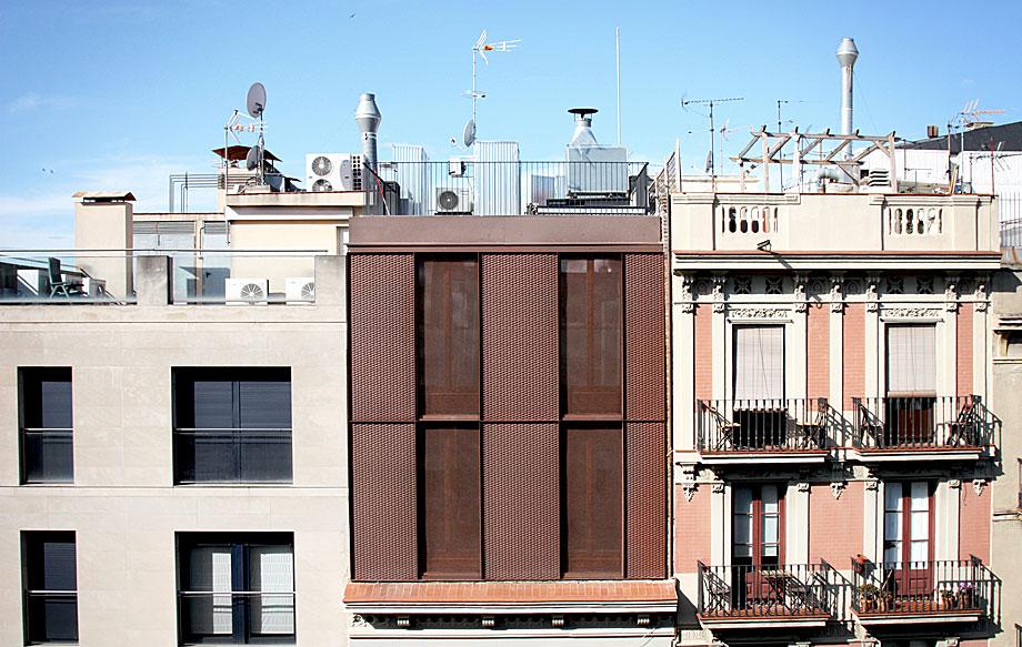 vivienda-enrique-granados-miba-architects-la-casa-por-el-tejado (13)