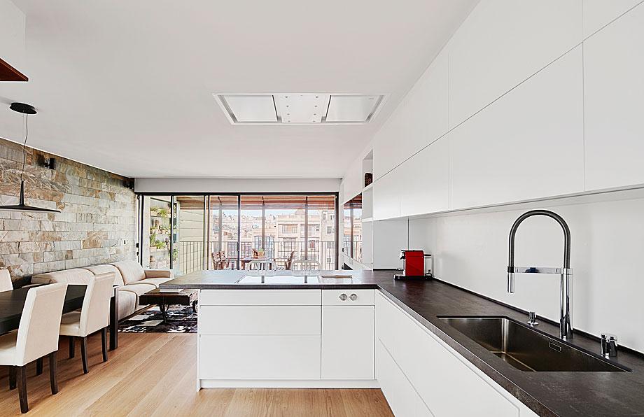 vivienda-enrique-granados-miba-architects-la-casa-por-el-tejado (2)