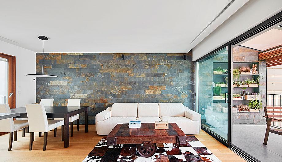 vivienda-enrique-granados-miba-architects-la-casa-por-el-tejado (3)