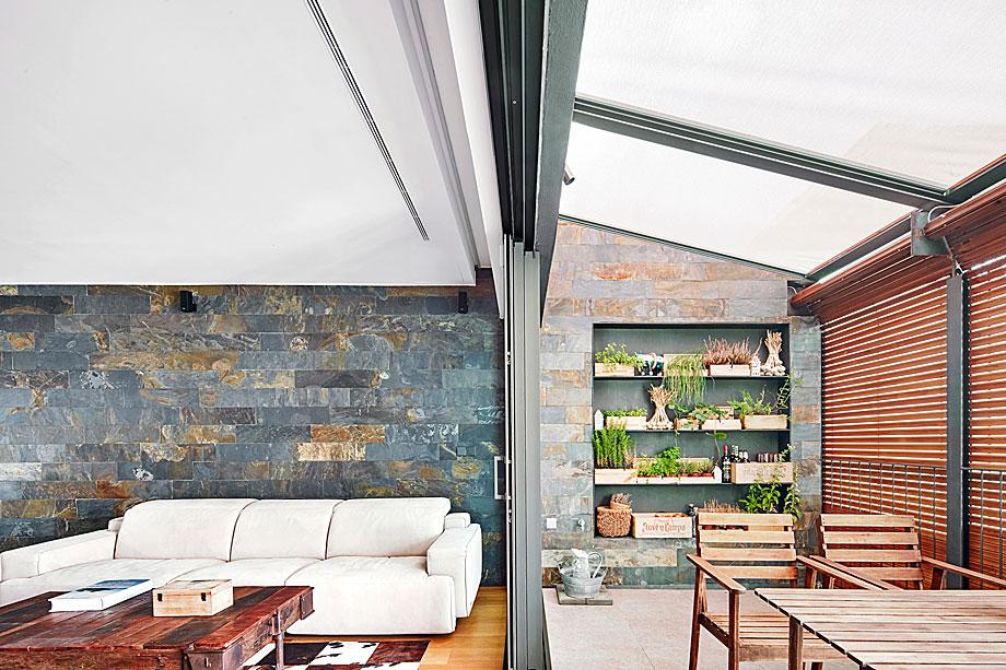 vivienda-enrique-granados-miba-architects-la-casa-por-el-tejado (4)