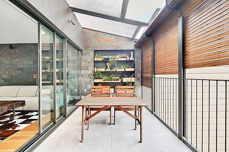 vivienda-enrique-granados-miba-architects-la-casa-por-el-tejado (5)