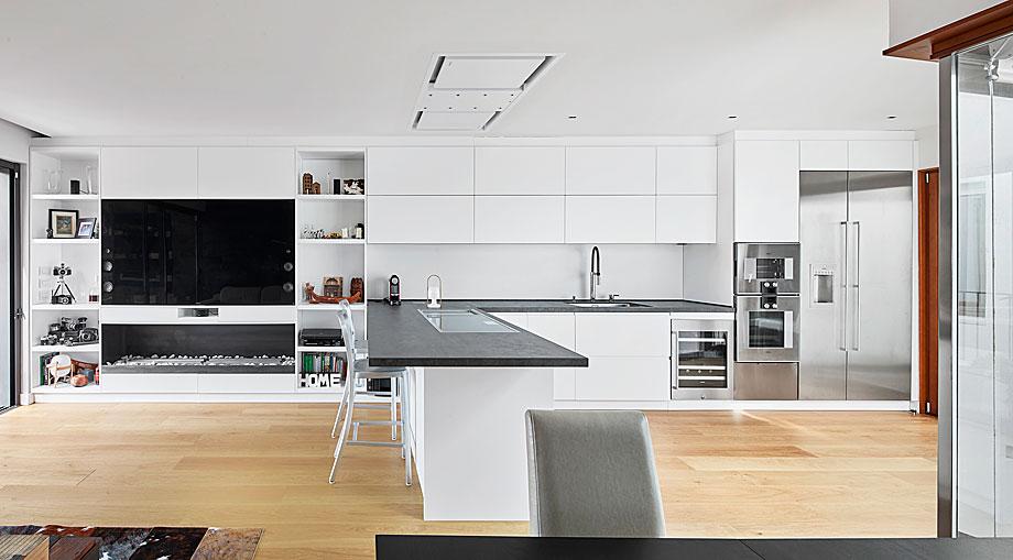 vivienda-enrique-granados-miba-architects-la-casa-por-el-tejado (8)