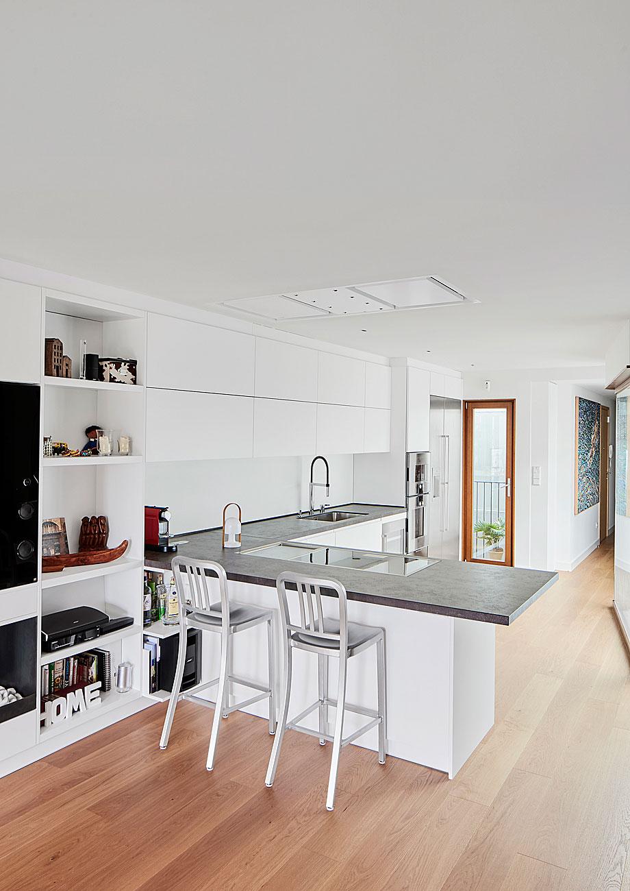 vivienda-enrique-granados-miba-architects-la-casa-por-el-tejado (9)
