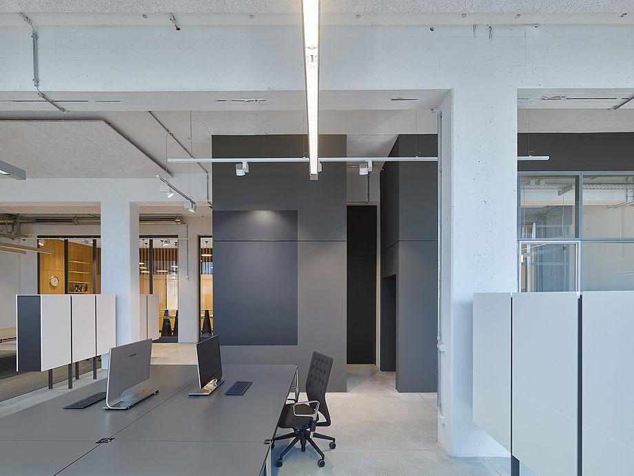oficinas-bw-live-studio-alexander-fehre (10)