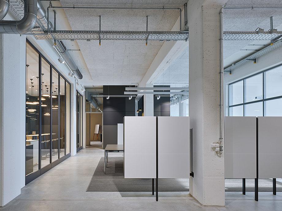 oficinas-bw-live-studio-alexander-fehre (3)