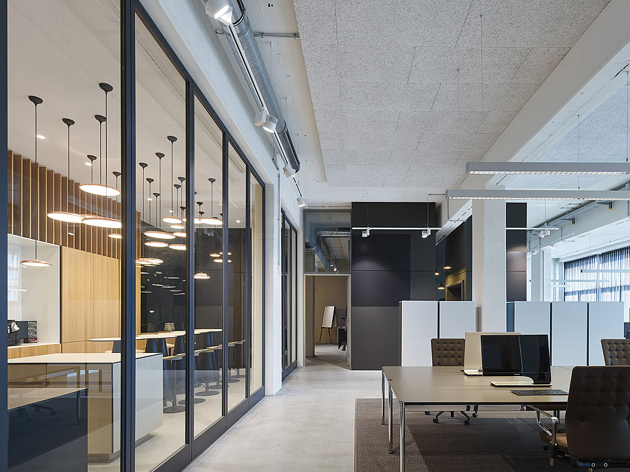 oficinas-bw-live-studio-alexander-fehre (4)