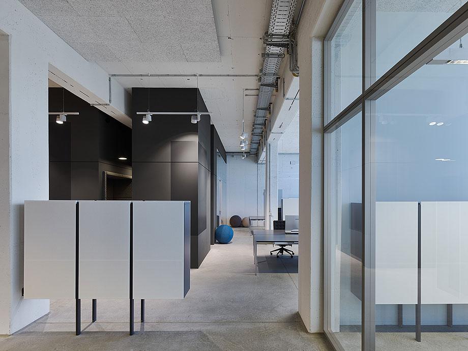 oficinas-bw-live-studio-alexander-fehre (5)