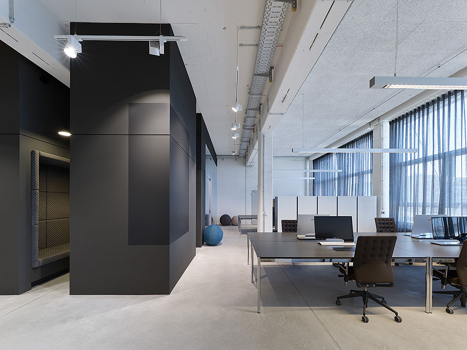 oficinas-bw-live-studio-alexander-fehre (6)