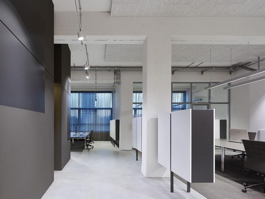 oficinas-bw-live-studio-alexander-fehre (8)
