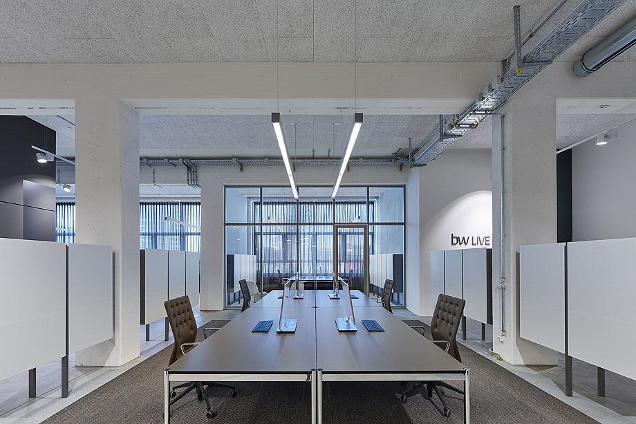 oficinas-bw-live-studio-alexander-fehre (9)
