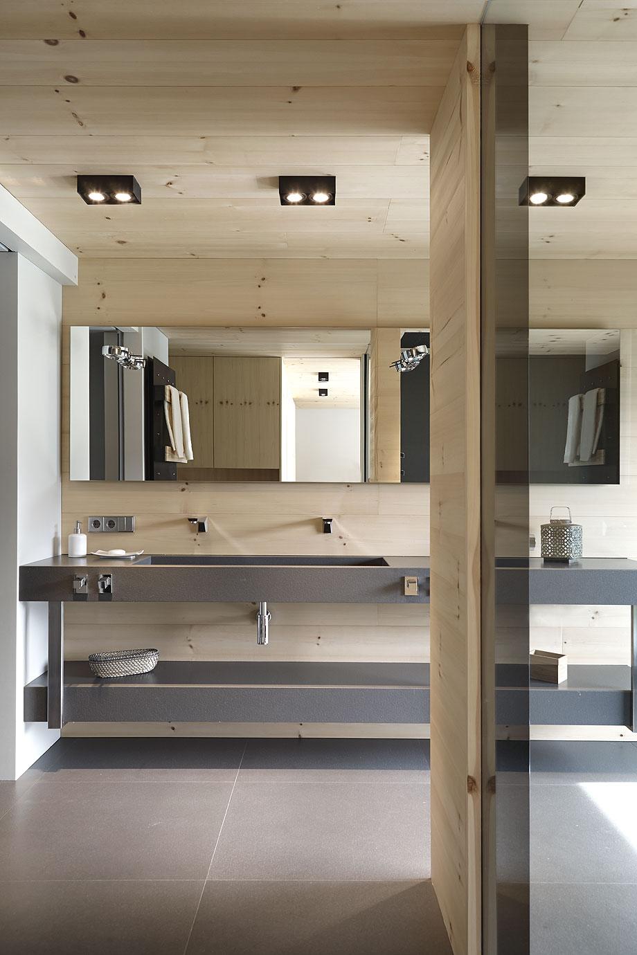 Casa En Equilibrio Con La Naturaleza De Coblonal Interiorismo # Muebles Rolando Herrera