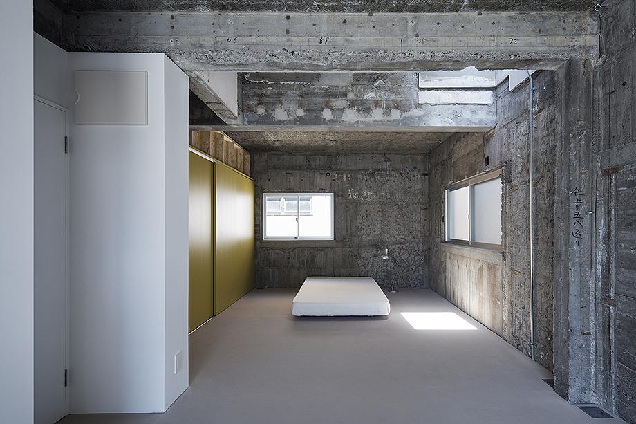 casa en sangenjaya de schemata architects (5)