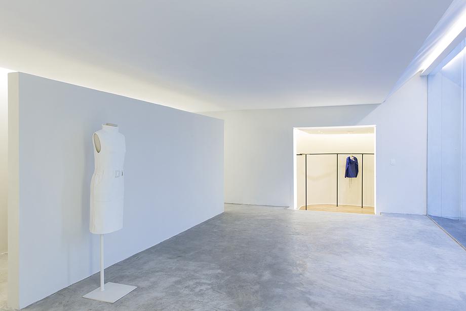 showroom egrey de mnma studio (1)
