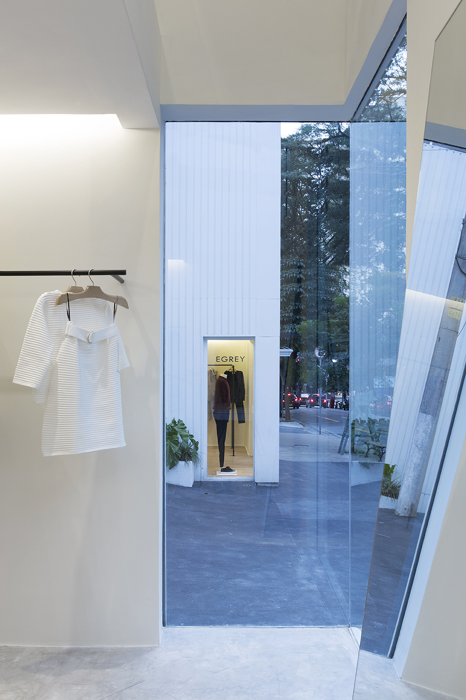showroom egrey de mnma studio (14)
