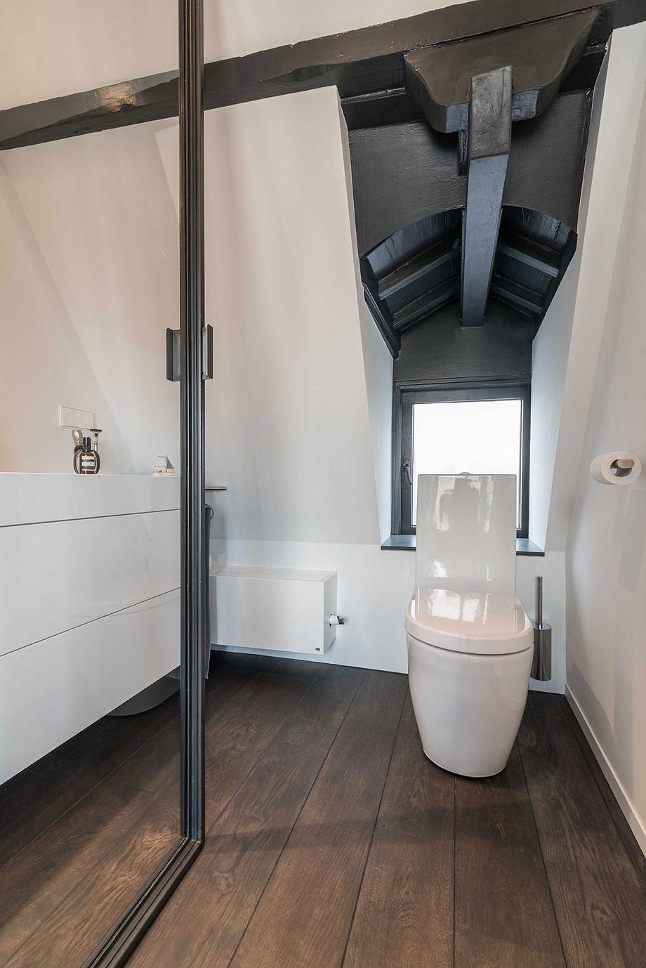 apartamento en amsterdam de guillem benoit con hi-macs (6)