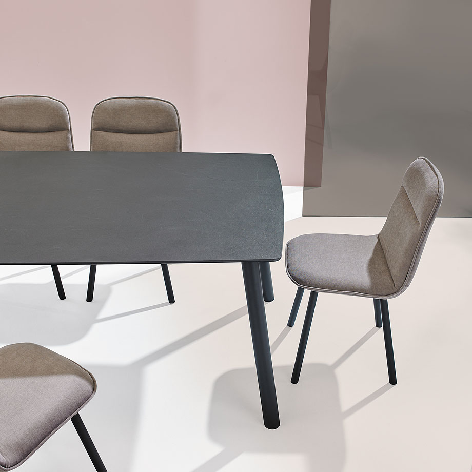 koln-yonoh-mobliberica-seating-mesa-table-comfort (2)