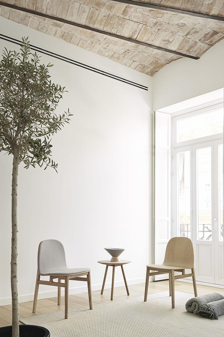 silla terra metal y madera de isaac piñeiro para omelette-ed (3)