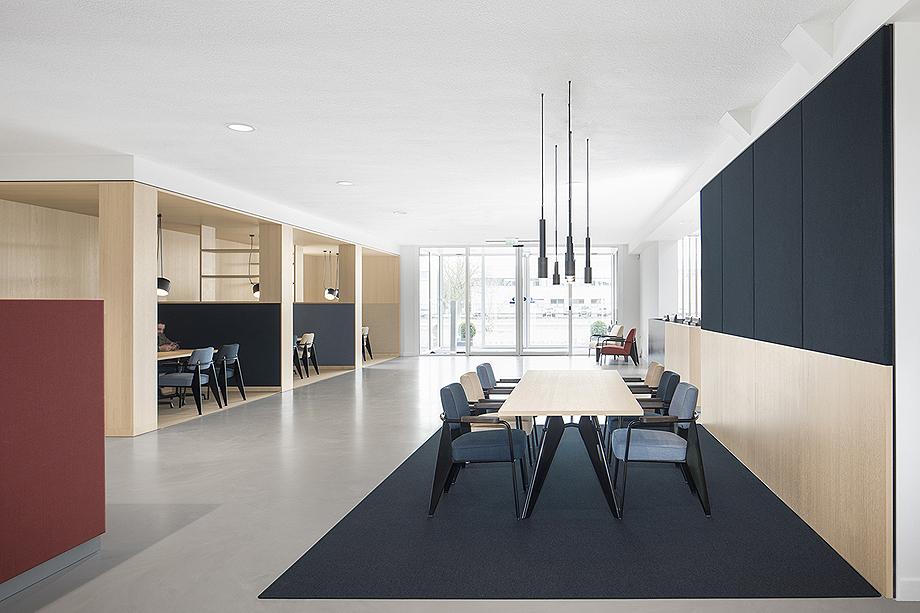 vestibulo, area de reunion y restaurante para BKR de i29 interior architects (5)