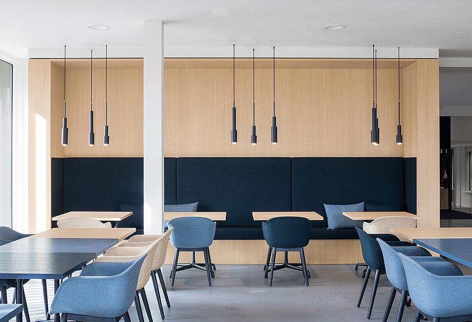 vestibulo, area de reunion y restaurante para BKR de i29 interior architects (8)