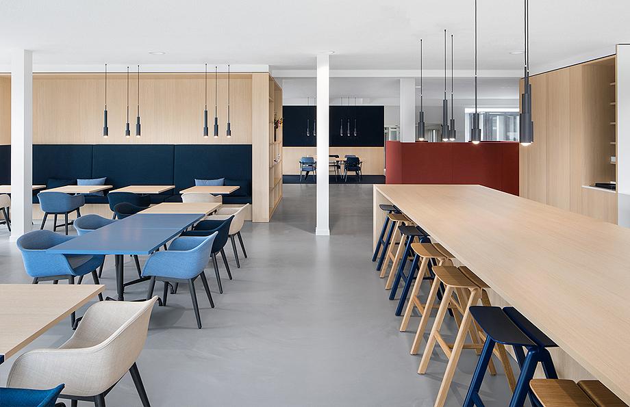 vestibulo, area de reunion y restaurante para BKR de i29 interior architects (9)