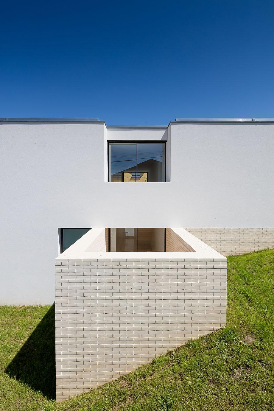 Casa Touguinha - Raulino Arquitecto (14)