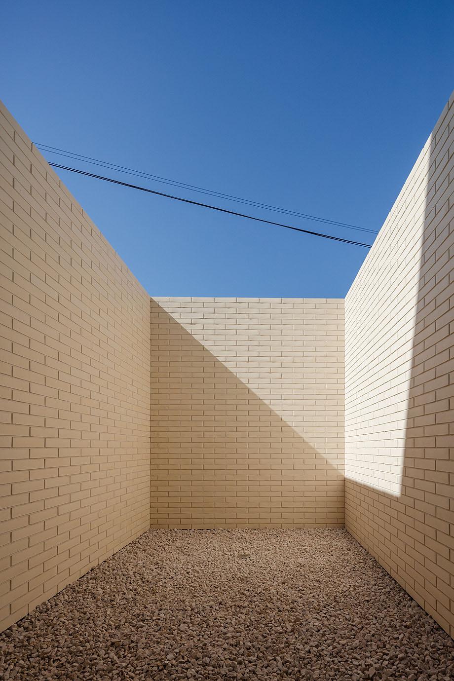 Casa Touguinha - Raulino Arquitecto (15)