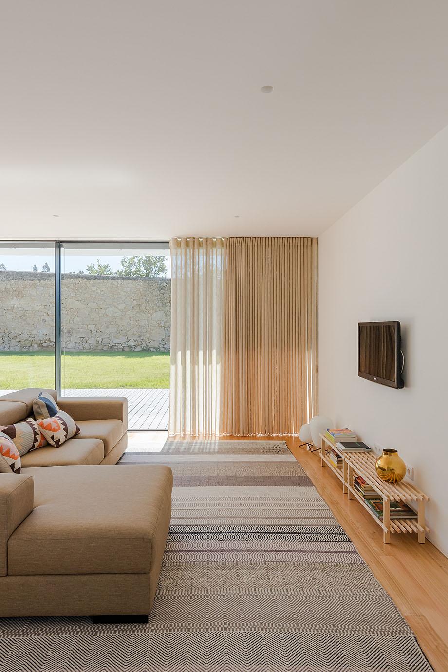 Casa Touguinha - Raulino Arquitecto (6)