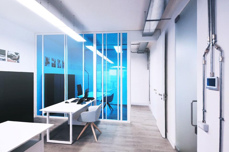 Estudios oficinas archivos interiores minimalistas for Interior de oficinas modernas