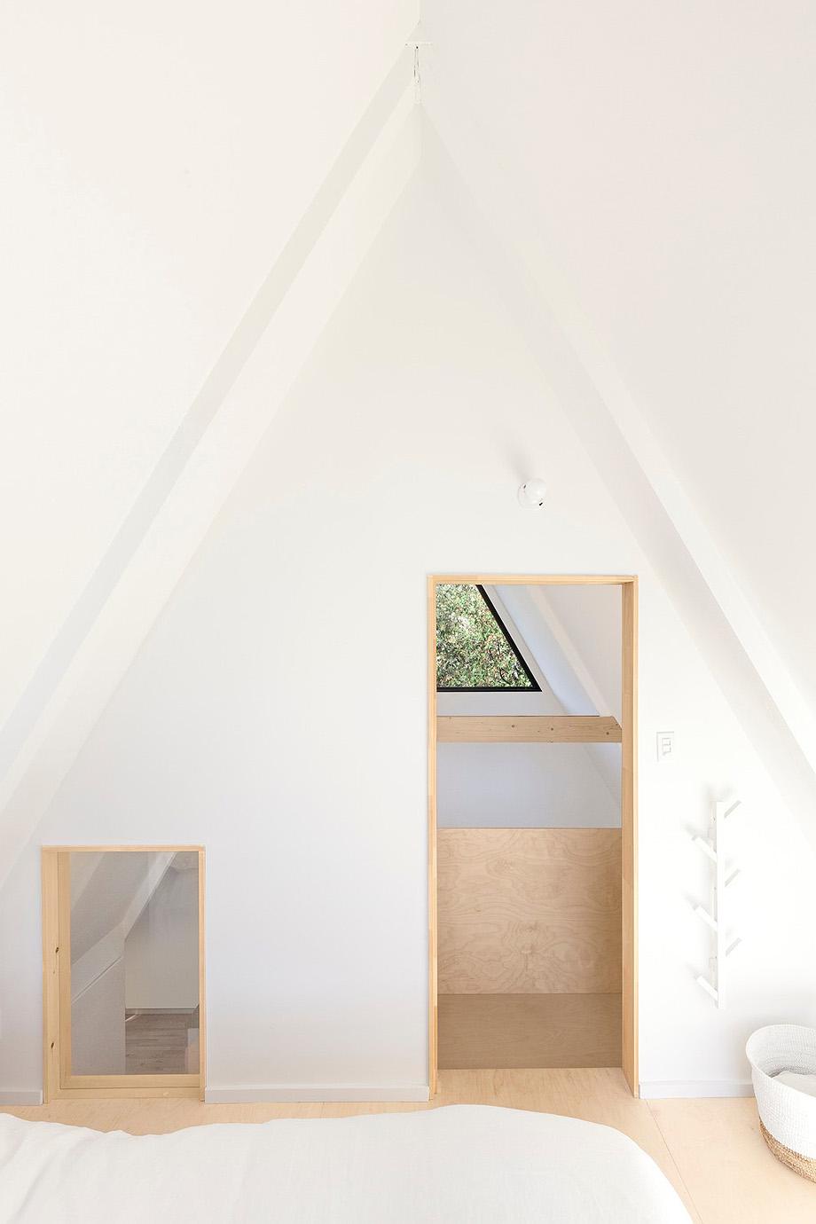 reforma de una casa en la montaña por jean verville (13)