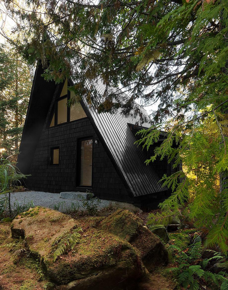 reforma de una casa en la montaña por jean verville (25)