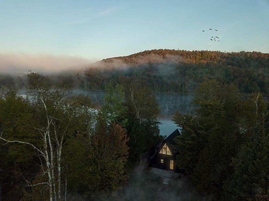reforma de una casa en la montaña por jean verville (27)