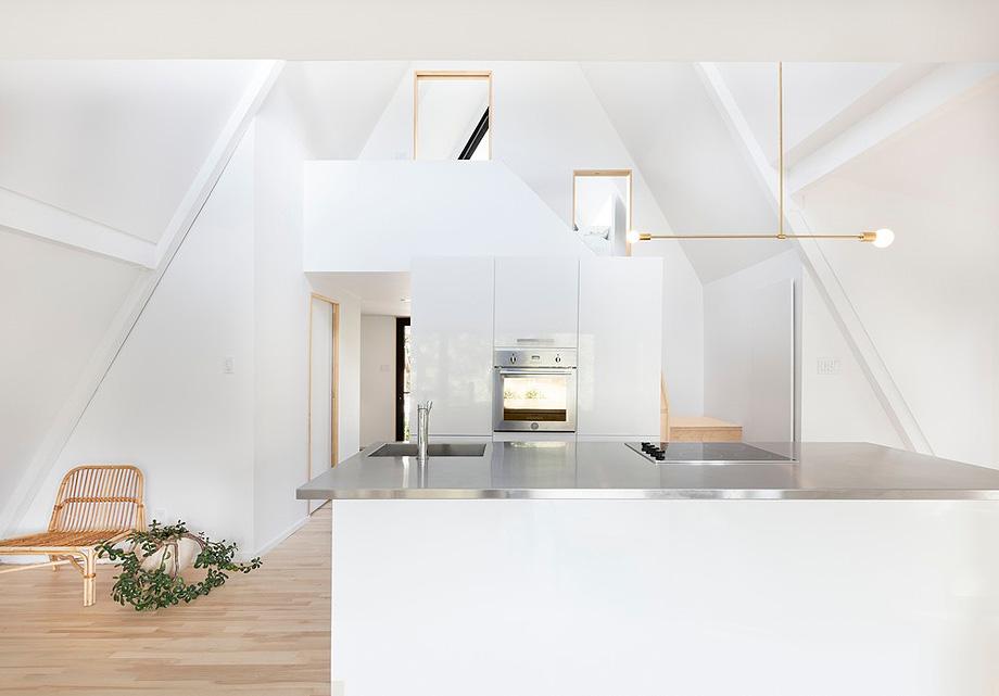 reforma de una casa en la montaña por jean verville (4)
